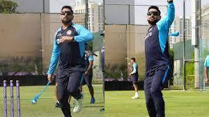 MS Dhoni Gives Throwdowns during India's Practice session to Prepare For Pakistan Clash